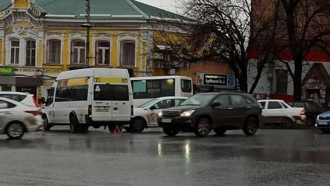 Два перевозчика не поделили дорогу в Волжском районе