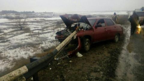 «Десятка» влетела в отбойник в Ершовском районе