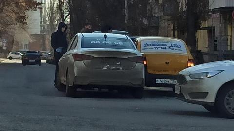 Такси врезалось в авто на спуске к Радищева