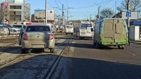 Трамваи №11 встали из-за ДТП