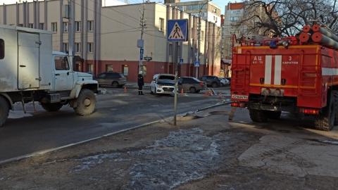 В центре Саратова - транспортный коллапс из-за угрозы взрыва газа | Видео