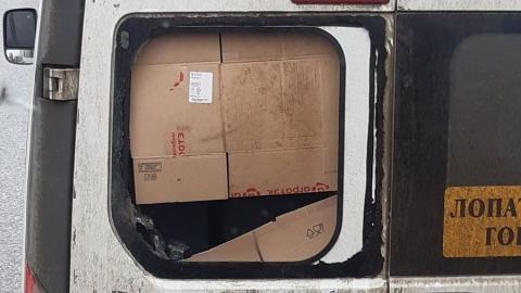 Водитель маршрутки поставил стекло вместо картонки