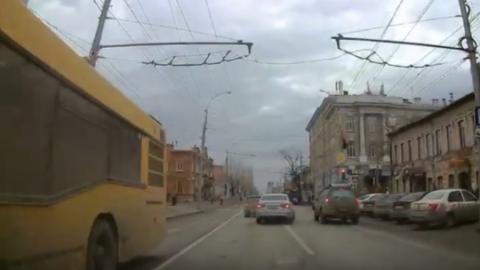 Неадекватный автохам-«шахматист» гонял по Московской|Видео