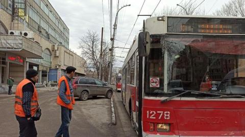 Авария с «маршруткой» перекрыла проезд для троллейбусов