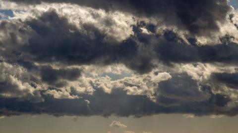 Порывистый ветер не помешает теплу прокрасться в Саратов