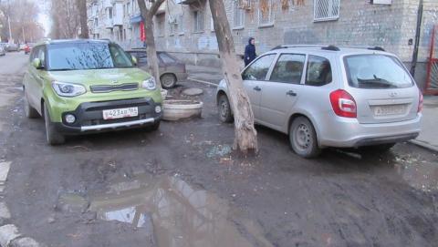 Газон на Шевченко превратился в стихийную автостоянку