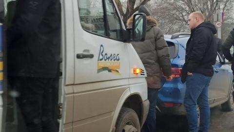 """""""Страшная"""" пробка перед мостом устроена Ершовской маршруткой"""