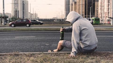 Злостный энгельсский алиментщик нашелся пьяным в Саратове