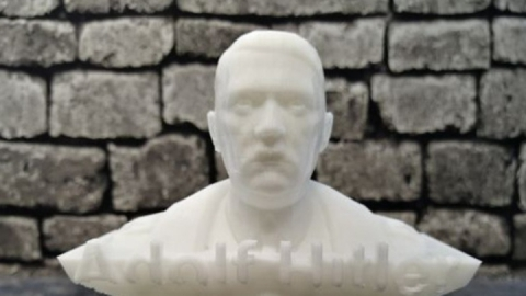 Саратовчанка поставила на поток производство бюстов Гитлера и Сталина