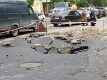 На Радищева провалилось дорожное покрытие