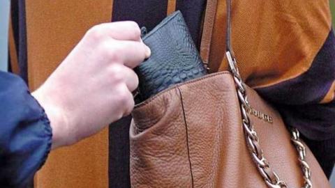 Внучку-рецидивистку задержали за кражу денег у родной бабушки