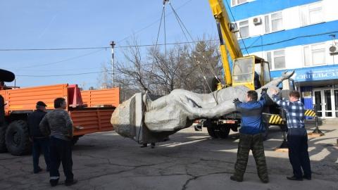 Памятник Марине Расковой забрали на реставрацию