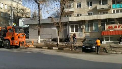 Коммунальщики помыли чью-то машину | Видео