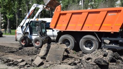 Михаил Исаев обещал персонально спрашивать с глав администраций по ремонту тротуаров