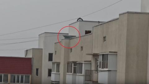 Крыша недавно отремонтированной многоэтажки «просит каши»