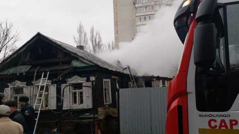 В Вакуровском проезде горит частный дом