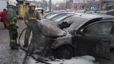 В Саратове загорелась машина с ребенком внутри