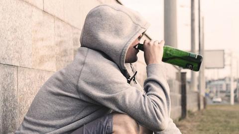 Почти 25 тысяч саратовцев состоят на учете с алкогольной зависимостью