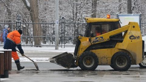 На расчистку областных дорог вышло 275 машин