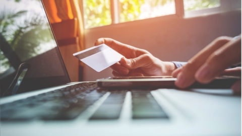8 банковских услуг, которые получить, не выходя из дома