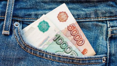 Чиновники и силовики «точечно» заставляют бизнес поднимать официальные зарплаты