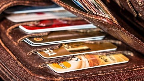 Магазины отказываются принимать карты под предлогом коронавируса