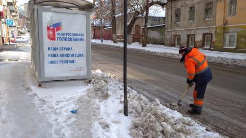 Улицы Саратова чистят от снега и наледи порядка 200 единиц техники