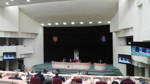 Саратовские депутаты из-за споров не могли начать работать полчаса