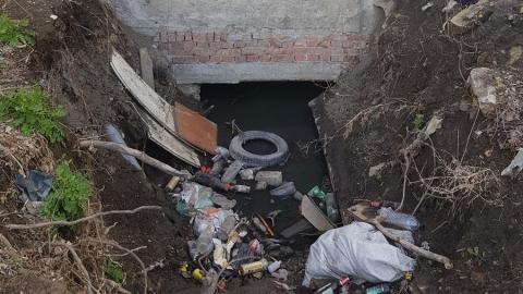 Управляющая компания на грани банкротства сливает отходы в подвал дома