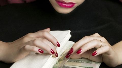 Таинственная незнакомка «развела» влюбленного студента почти на пять тысяч