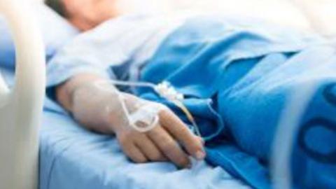 Почти половина новых заболевших коронавирусом моложе 45 лет