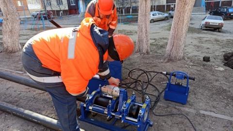 КВС меняет изношенный водопроводный ввод по ул. Ростовская, 7