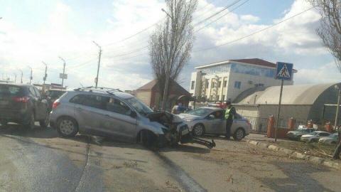 Трое взрослых и двухлетняя девочка пострадали во врезавшейся в столб Mitsubishi