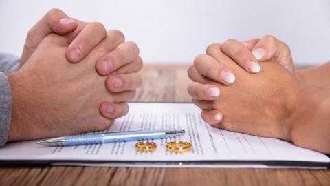 Саратовцы временно лишились возможности развестись