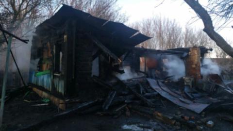Сильно обгоревшее тело мужчины извлекли из-под завалов
