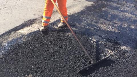 Коронавирус не помешал начать в Саратове ремонт тротуаров
