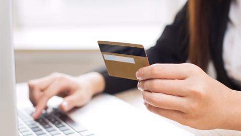 Сбербанк отменил комиссию за пополнение своих карт с карт других банков до 1 мая 2020 года
