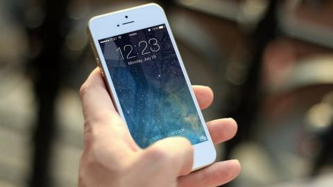 Любитель наркотиков подозревается в краже из салона сотовой связи