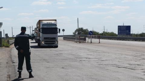 Саратовские пограничники не пропустили санкционные фрукты, сигареты и отходы