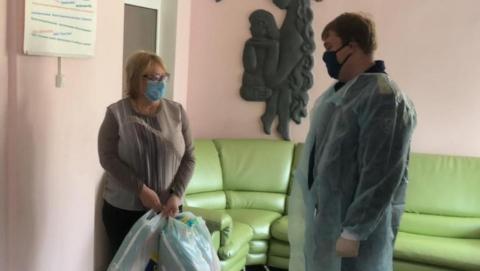 Саратовские следователи навестили найденного на улице малыша | ВИДЕО