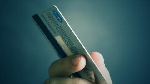 На жительницу Саратова мошенники попытались оформить кредит