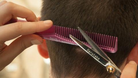 В Саратовской области разрешат работать парикмахерским