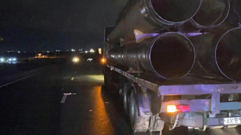 Груженный трубами «КамАЗ» догнал пешехода на дороге, мужчина погиб