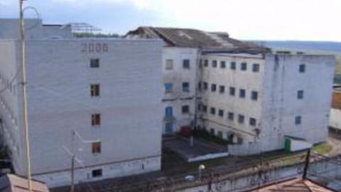Коронавирус обнаружили у двух сотрудников тюрьмы