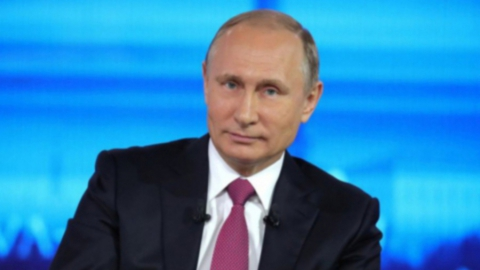 Владимир Путин поручил перенести празднование Дня Победы