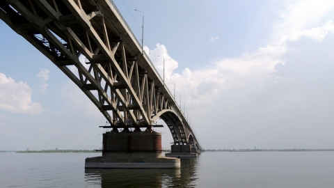 Пост в соцсети о перекрытии моста стоил юноше 30 тысяч штрафа