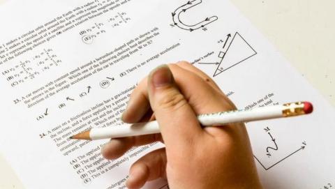 В школах Саратовской области стало больше учителей-пенсионеров