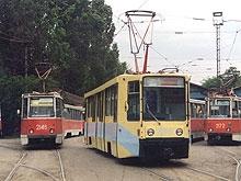 У колледжа Яблочкова с рельсов сошел трамвай