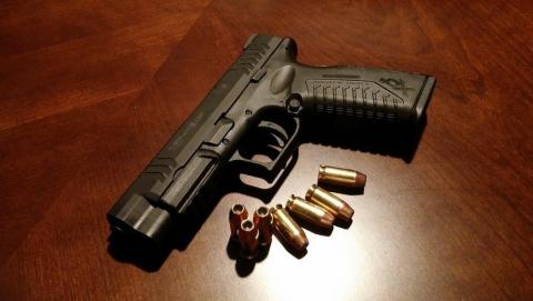 В Ленинском районе пенсионер устроил стрельбу и убил человека