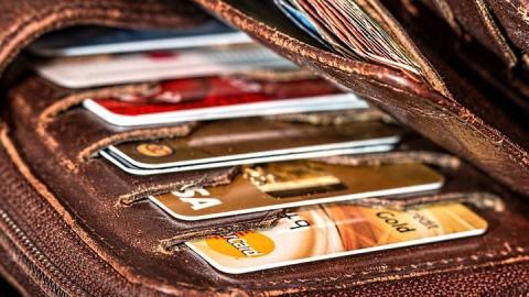 Саратовец лишился сбережений после установки приложения на телефон
